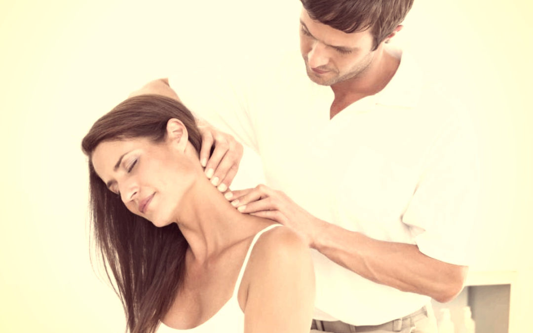 Signs That You May Need to Visit a Chiropractor for Neck Pain in Traverse City